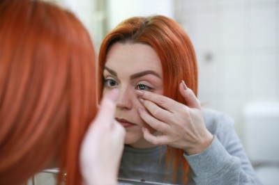 Contact Lenses and Healthy Eyes - 12 Rules Every Contact Lens Wearer Should Follow